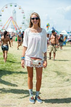 Bonnaroo Street Chic: White Tunic and Fanny Pack