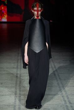 See the complete Gareth Pugh Fall 2015 Ready-to-Wear collection.