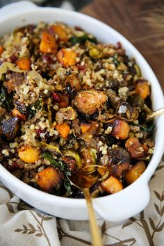 Brussels Sprouts & Butternut Squash Rice Pilaf If you're bored of your normal Thanksgiving side dishes, I'm with you. I don't really crave stuffing anymore, I can eat mashed potatoes with gravy any day Vegetarian Recipes, Cooking Recipes, Healthy Recipes, Paleo Food, Rice Recipes, Squash Salad, Clean Eating, Healthy Eating, Crunch
