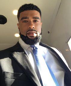 Fine as wine Fine Black Men, Gorgeous Black Men, Handsome Black Men, Fine Men, Beautiful Men, Black Man, Black Bob Hairstyles, Black Hairstyles With Weave, Black Men Haircuts