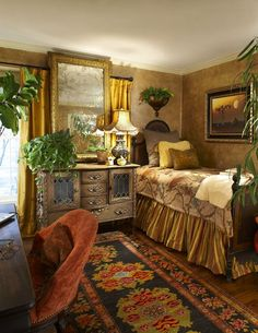 Small Home Interior Furniture, walls, mirror,linens. I love the richness of this room. English Country Decor, French Country Decorating, Country Style, Country Homes, Home Bedroom, Bedroom Decor, Style Deco, Cottage Interiors, Guest Bedrooms