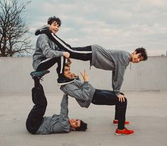Just a couple of light hearted guys making a swastika y'know Group Yoga Poses, Group Photo Poses, Acro Yoga Poses, Partner Yoga, Best Friend Photos, Friend Pictures, Photo Instagram, Insta Photo, Funny Group Pictures