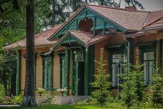 Restauracja Carska w Bialowiezy - dziczyzna i żubr / noclegi w wagonach kolejowych