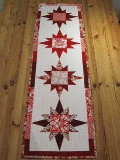 Finished table runner. by Lynne RidgeAndFurrow