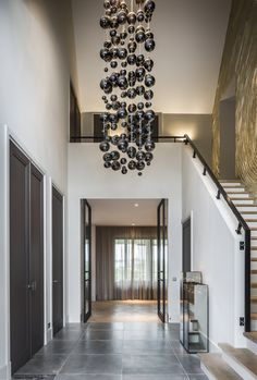 super Ideas for wall color ideas hallway colour Modern Foyer, Modern Staircase, Entrance Design, House Entrance, Mobile Home Kitchens, Hallway Colours, Mobile Home Decorating, House Stairs, Modern House Design