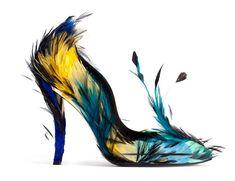 Roger Vivier escarpins plumes http://www.vogue.fr/mode/shopping/diaporama/cadeaux-de-noel-multicolore/11110/image/656371#!roger-vivier-escarpins-plumes
