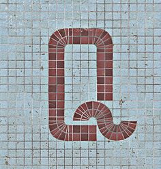 Q / letters / tiles / uppercase