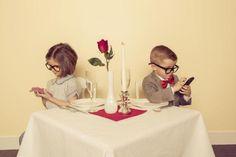 Padres adictos al celular provocan efectos negativos en sus hijos