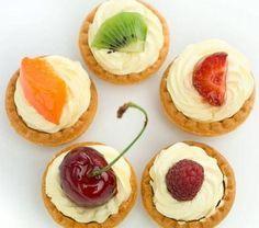 Vişne, şeftali, kayısı gibi mevsim meyveleri ile hazırlayabileceğiniz mini tartoletler yapmaya ne dersiniz? İşte tarifi...