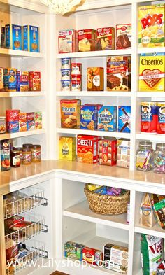 With my foolproof pantry organizing guide, there's no excuse for not having your cupboards in tip top shape.  #lilyshop #jessiejane #howto #organize [media_id:1…