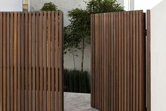 Porch Gate Design, Wood Fence Design, Modern Fence Design, House Gate Design, Patio Privacy Screen, Privacy Fence Designs, Pergola Designs, House With Porch, House Front