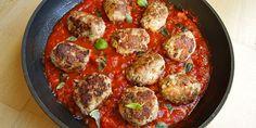 De her lækre italienske frikadeller i en skøn tomatsauce er fantastisk hverdagsmad med masser af smag.