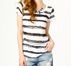 The perfect painted Tee: a more careless painted-stripes look! No painting tapes involved.