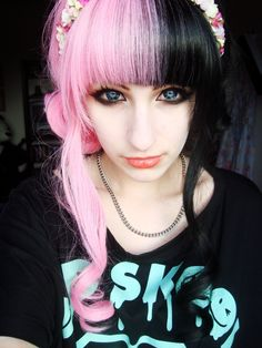 Best Emo Hairstyles for Girls (Trending in August how to cut hair emo girl style - Hair Cutting Style Pink And Black Hair, Hair Color Pink, Pink Hair, Hair Colors, Blonde Balayage Highlights, Emo Mode, Half And Half Hair, How To Cut Your Own Hair, Girl Trends