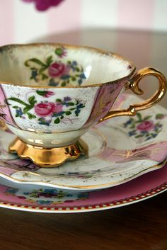 Madelief: The Vintage Teacup club