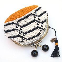 Monedero tapestry crochet, monedero de ganchillo hecho a mano, monedero de boquilla motivos con geométricos, monedero elegante para mujer de Basimaker en Etsy Crochet Clutch Pattern, Crochet Wallet, Crochet Coin Purse, Crochet Tote, Crochet Purses, Crochet Patterns, Tapestry Bag, Tapestry Crochet, Crochet Shell Stitch