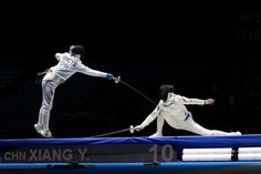 Going for the toe touch..find fencing inspirations at Monica Hahn photography and FenceOgraphy