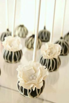 Vintage black and white cakepops by Evie and Mallow Handmade edible flowers perfect for weddings, showers or any special occassion Cupcakes, Cupcake Cakes, Fudge, Wedding Desserts, Mini Desserts, Wedding Cake Pops, Wedding Cakes, Beautiful Cakes, Amazing Cakes