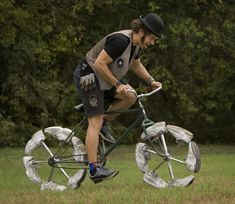 Illusion: Unusual bicycle designs by Todd Kundla. Photos © Jay Janner, American-Statesman Link via Inspire Me Now. http://illusion.scene360.com/design/14924/a-bike-with-sneakers/