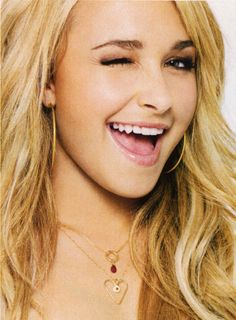 Heroes' star Hayden Panettiere wearing the Love Necklace