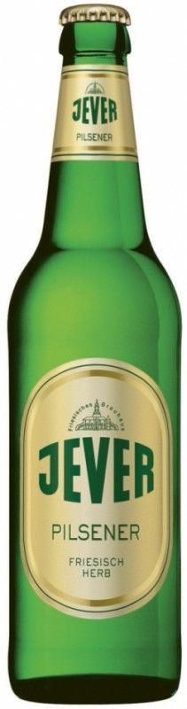 Cerveja Jever Pilsener, estilo German Pilsner, produzida por Jever, Alemanha. 4.9% ABV de álcool.