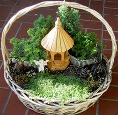 Mini gardens 176766354093785015 - fairy garden basket Source by melissapeterson Indoor Fairy Gardens, Mini Fairy Garden, Fairy Garden Houses, Gnome Garden, Miniature Fairy Gardens, Fairies Garden, Garden Basket, Herb Garden, Garden Terrarium