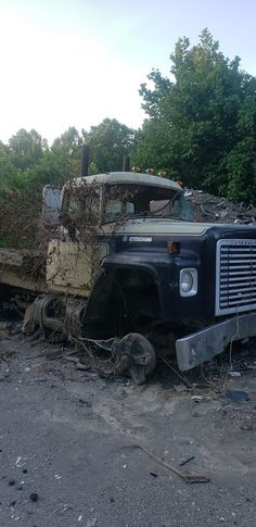 Saved from the crusher for a build! International Harvester Truck, Rust In Peace, Old Trucks, Abandoned Places, Jeeps, Rigs, Urban Decay, Yards, Monster Trucks