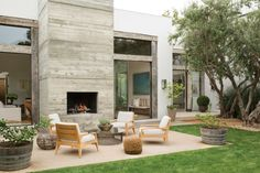 Dream House Alert: Jenni Kayne's Beverly Hills Home The concrete fireplace in Jenni Kayne's home is double-sided — allowing for making fires both inside and out. Outside Fireplace, Fireplace Seating, Concrete Fireplace, Custom Fireplace, Fireplace Windows, Country Fireplace, Simple Fireplace, Fireplace Bookshelves, Double Sided Fireplace