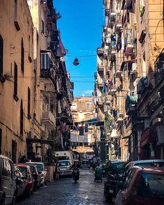 14 novembre e tutti stendono ancora i panni sul balcone… loro non lo sanno ma questo è un altro valore aggiunto a questa stupenda città! 🇮🇹🖼 ig_italy #igersitaly #loves_italy #livefolk #ig_captures #ig_europe #ig_worldclub #vsco #vscocam...