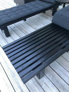 Staket + Återbruk = Solsängar   FruSvala Outdoor Furniture, Outdoor Decor, Bench, Home Decor, Decoration Home, Room Decor, Home Interior Design, Desk, Backyard Furniture