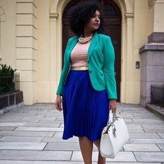 Many think that the combination of plus size skirts with blazers is conservative, strictly business or even boring. Yet if you the right choices and learn how to wear plus size skirts with blazers in chic, fashionable ways it will… Continue Reading → Curvy Girl Fashion, Look Fashion, Plus Size Fashion, Womens Fashion, Curvy Outfits, Plus Size Outfits, Blazer Plus Size, Looks Plus Size, Plus Size Skirts