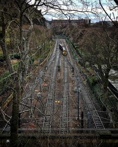 Beautifully eerie....Scotland, you've done it for me kiddo . On our way walking back to our hotel I stumbled upon a very lonely looking train track heading into Waverley station in #edinburgh.  #scotland #travelphotography #visitscotland #uk #theculturetrip #travelandlife #photosofbritain #lovegreatbritain #trainstation #worldroamers