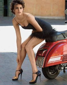 Oh accidenti, ho una corsa tra le mie calze e qui arriva George....................... (Oh darn, I have a run in my stockings and here comes George).