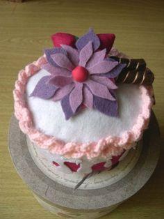 Felt Cake @Jamie Dorobek {C.R.A.F.T.}.com blog #felt #craft #cake #flanel