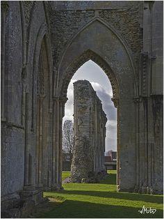 Glastonbury Abbey by Bill M on Flickr.