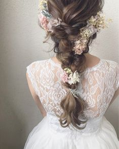 hair styles for the bride wedding hair hair styles for shoulder length hair wedding hair hair with combs hair for shoulder length wedding hair updos wedding hair Short Wedding Hair, Wedding Hair Flowers, Flowers In Hair, Boho Wedding, Boho Hairstyles, Wedding Hairstyles, Romantic Bridal Updos, Hair Arrange, Wedding Hair Inspiration