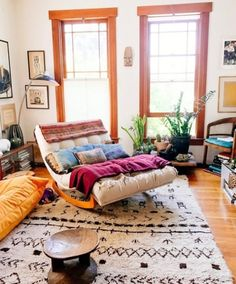 Loving this rug + colors around it .
