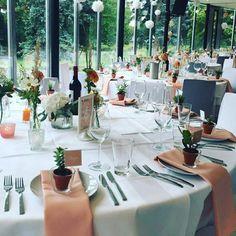 Vergangene vintage Hochzeit im Herrngarten. Vasen können noch mit Spitze versehn werden