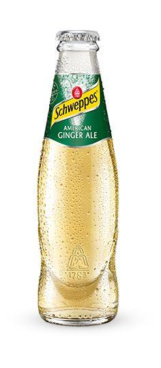 """Schweppes American Ginger Ale für geheimnisvollen Genuss. Durch natürliche Ingwer-Auszüge und das Auslassen von Chinin gilt das American Ginger Ale als """"Champagner unter den Softdrinks"""". Sein natürlicher Geschmack ist sowohl pur als auch im Mix mit Whiskey oder Ramazotti ein Traum."""