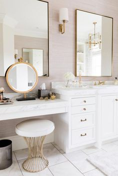 Interior Design Kitchen The ideal master bathroom vanity situation! That makeup mirror is perfect for this space! Inside Emily Jackson's master bathroom designed by Alice Lane Interior Design. Photo by Nicole Gerulat - Master Bathroom Vanity, Bathroom Vanity Designs, Bathroom Interior Design, Decor Interior Design, Bathroom Mirrors, Modern Bathroom, Master Bathrooms, Gold Bathroom, Bathroom With Makeup Vanity