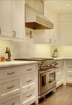 Simple shaker cabinetry, basket weave backsplash, double oven