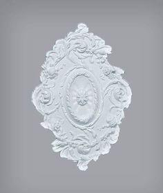 O rozeta cu multe detalii, te provoaca sa ii cauti originea si istoria! Italiana?