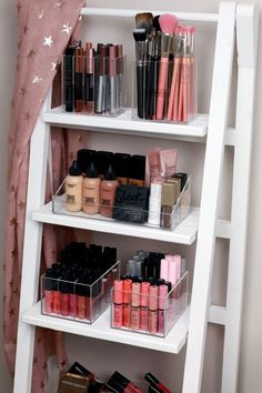 Acrylic Make up Organizer – Style.Topdekoration Acrylic Make up Organizer Makeup-Organizer at its best ♥ Rangement Makeup, Makeup Storage Organization, Storage Ideas, Make Up Organization Ideas, Organizing, Makeup Storage In Bathroom, Make Up Storage Ikea, Makeup Vanity Organization, Makeup Storage Shelves