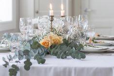 Pynt til konfirmasjon: 3 stiler, 3 prisklasser - Plusstid Hygge, Table Decorations, Furniture, Home Decor, Decoration Home, Room Decor, Home Furnishings, Home Interior Design, Dinner Table Decorations