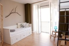 Apartamento Lagunillas Málaga Located 200 metres from Pablo Ruiz Picasso Foundation, Apartamento Lagunillas offers pet-friendly accommodation in Málaga. Guests benefit from terrace. Free WiFi is available . There is a dining area and a kitchen. A flat-screen TV is offered.