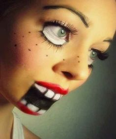 Muñeca de ventrílocuo. | 33 maquillajes completamente escalofriantes para probar este Halloween