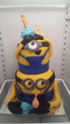 Dispicible me minions - All fondant covered and fondant details