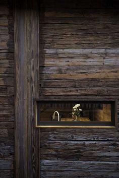 Staré sruby či stodoly se mění na útulné celoročně obyvatelné domy.