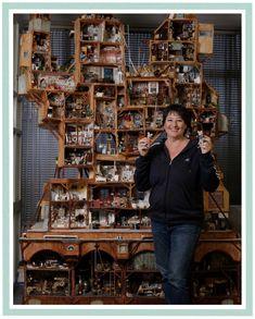 Vitrine Miniature, Miniature Rooms, Miniature Crafts, Miniature Houses, Modern Dollhouse, Diy Dollhouse, Dollhouse Furniture, Dollhouse Miniatures, Victorian Dollhouse