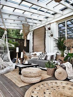 21 inspiring patio ideas to spruce up your backyard Patio Decorating Ideas On A Budget, Patio Ideas, Balcony Ideas, Porch Decorating, Outdoor Patio Decorating, Outdoor Decorations, Patio Retreat Ideas, House Ideas On A Budget, Small Balcony Decor